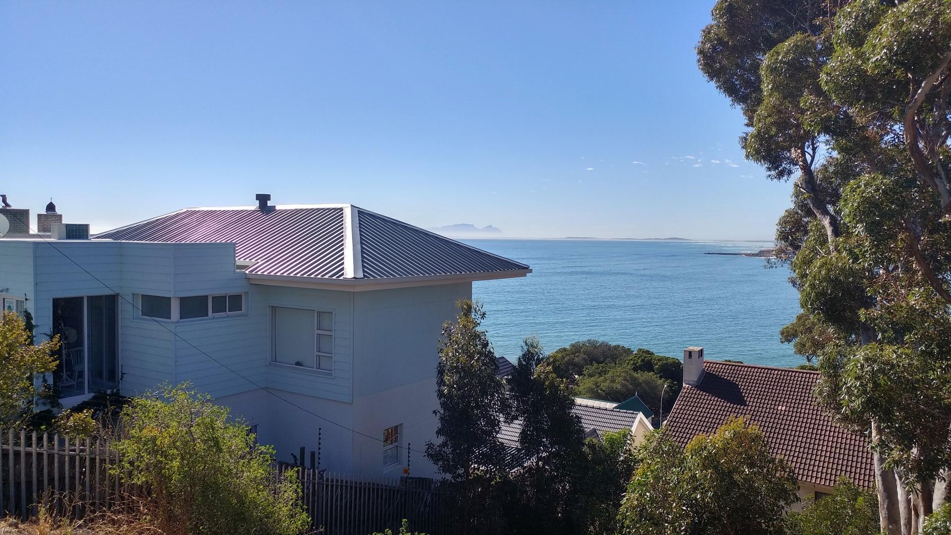 Split-level Studio home with amazing sea views