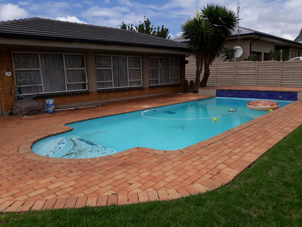 3 Bedroom House for sale in South Crest ENT0080475 : photo#0