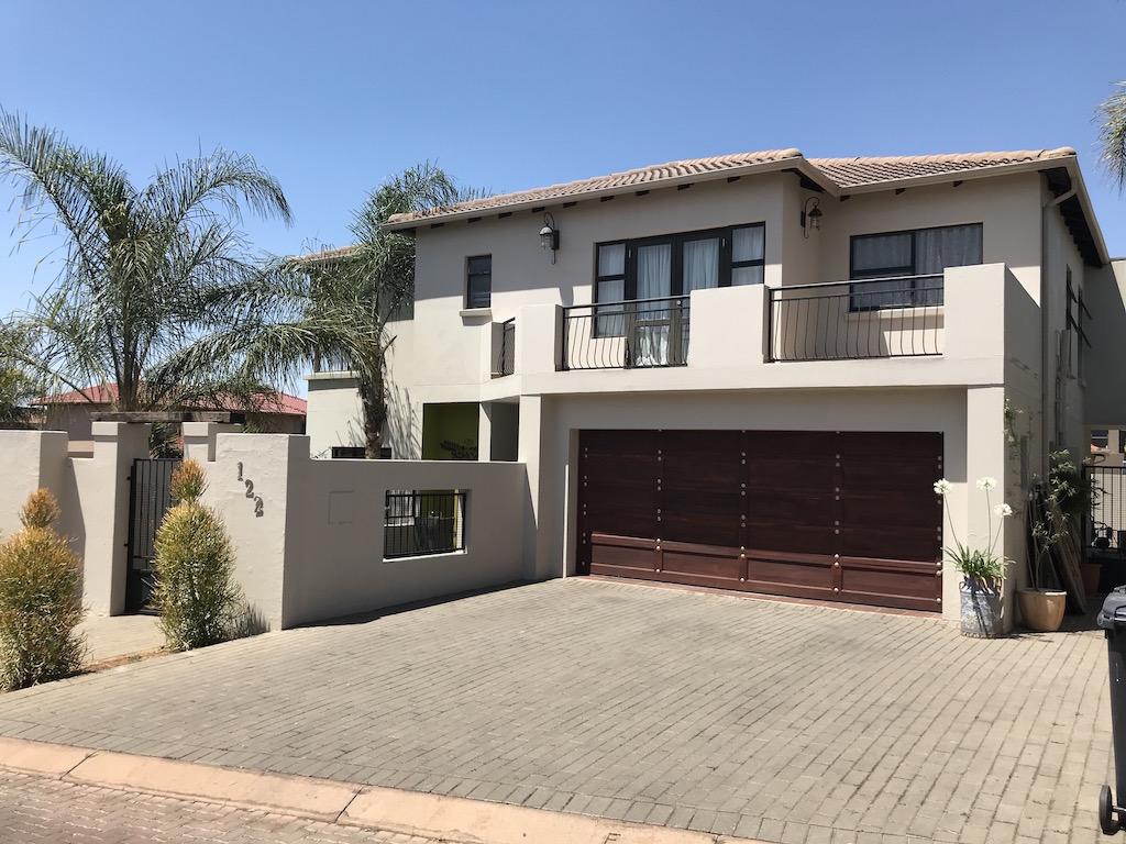 3 BedroomHouse For Sale In Honeydew Ridge