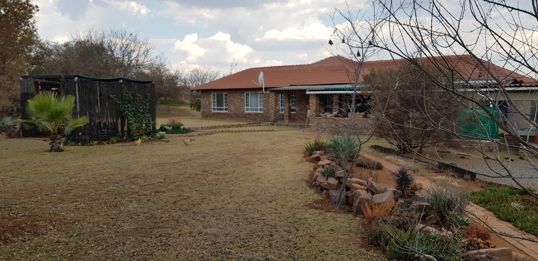 Family or break away home situated in Rietvlei View Estate