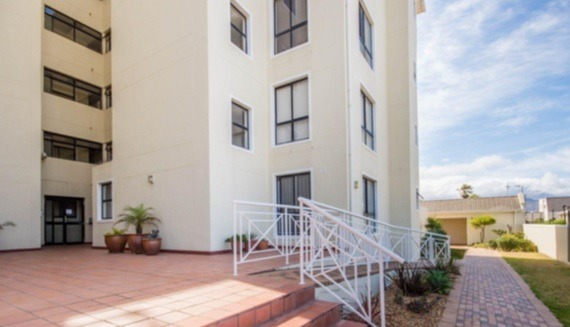 Apartment walking distance to Beach!