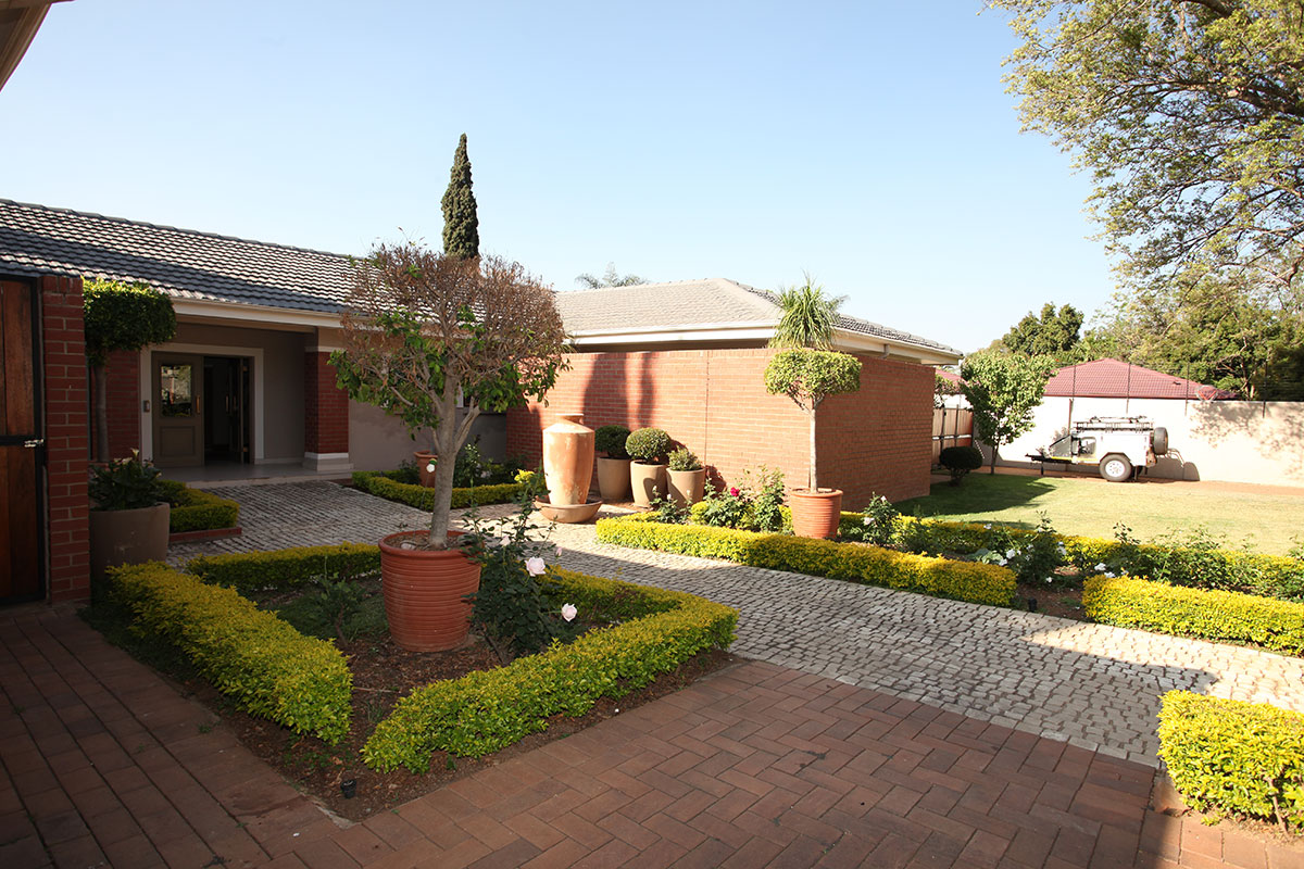 4 Bedroom House for sale in Waterkloof ENT0009460 : photo#1