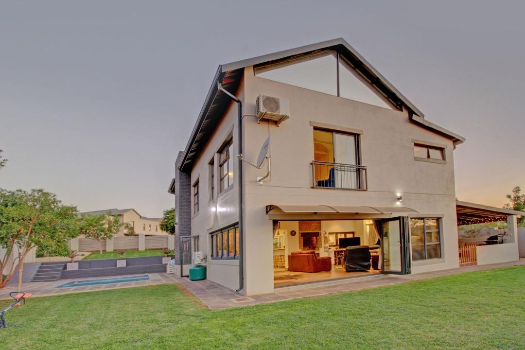 Stylish upmarket Family home