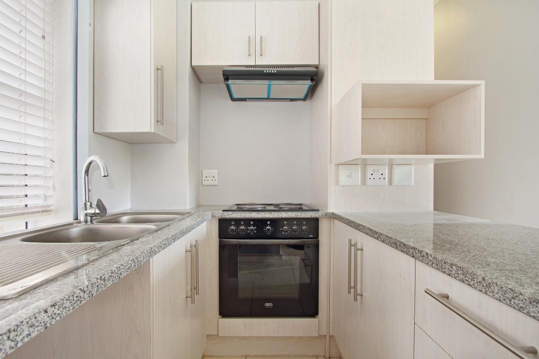 Kitchen 4.jpeg