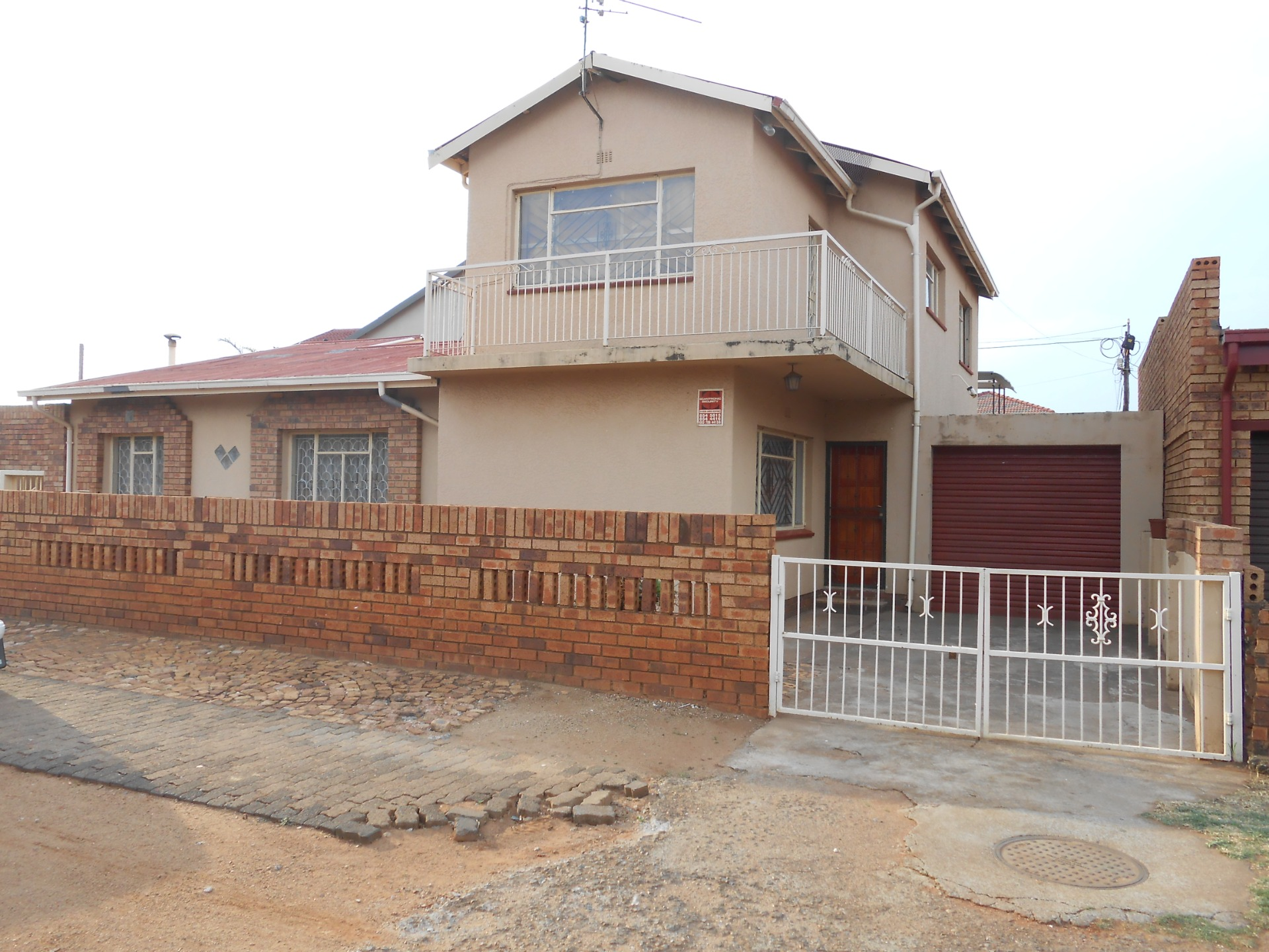 Cosy corner 3 Bed home with Flatlet - Lenasia Ext 3
