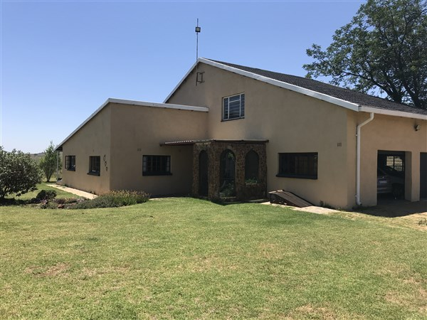 6 BedroomSmall Holding For Sale In Magaliesburg