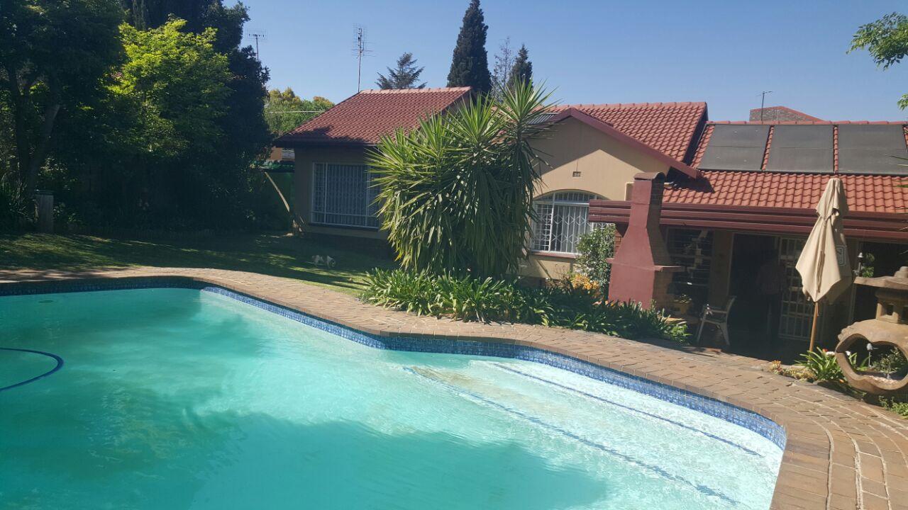 Beautiful Home for sale in Glenvista!!
