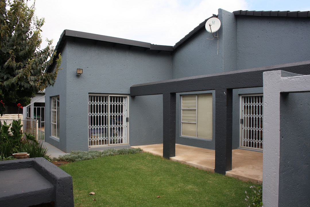 3 BedroomHouse For Sale In Greenhills & Ext