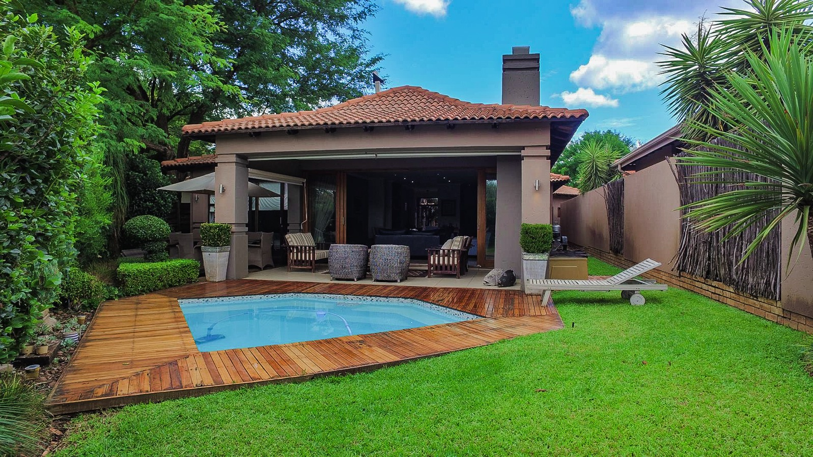 A CLASSIC CONTEMPORARY HOME IN A SECLUDED SETTING!