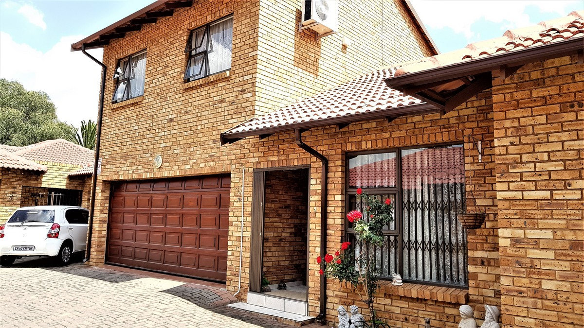3 BedroomTownhouse For Sale In New Redruth