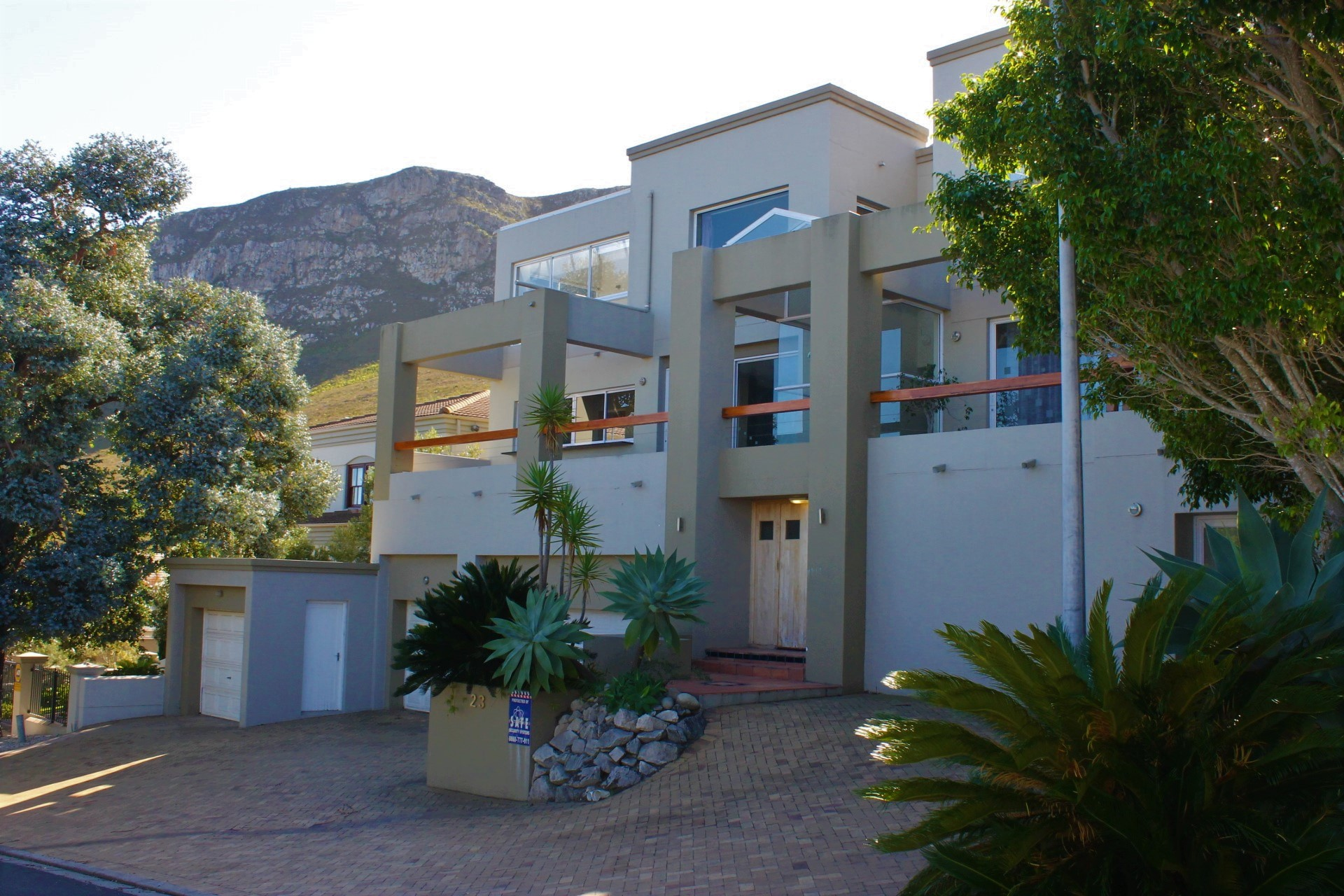 A Majestic Family Home/Guest House For Sale in Hermanus Heights