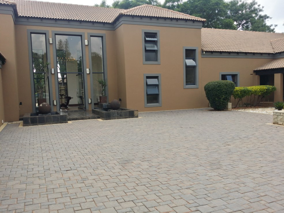 5 BedroomHouse For Sale In Chancliff A H