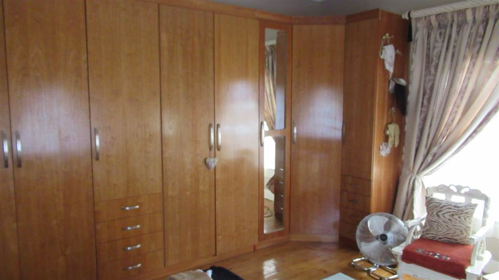 4 Bedroom House for sale in Florentia ENT0079846 : photo#32
