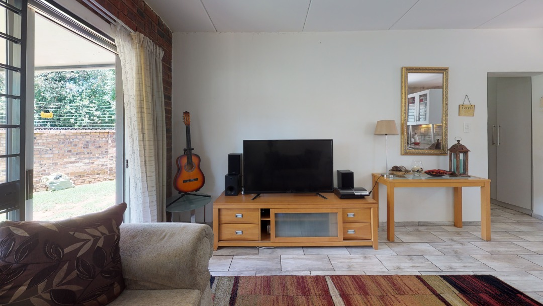 1-Sunny-side-Ridge-Living-Room(1).jpeg