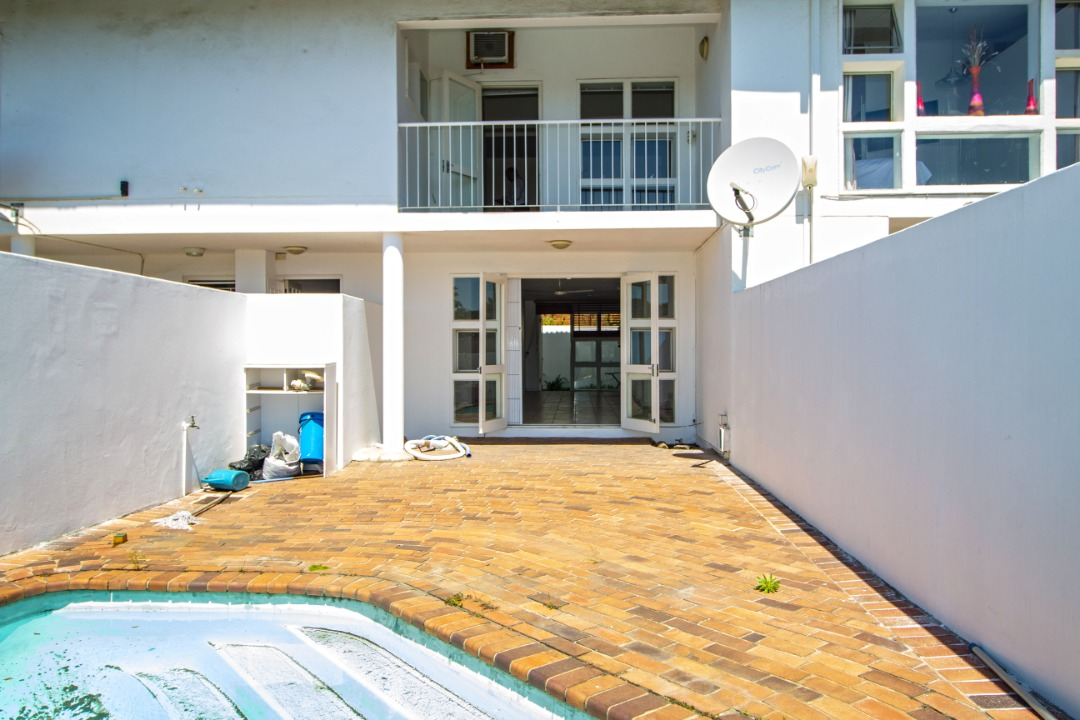 Fabulous, rare 3 bedroom duplex with pool and sea views