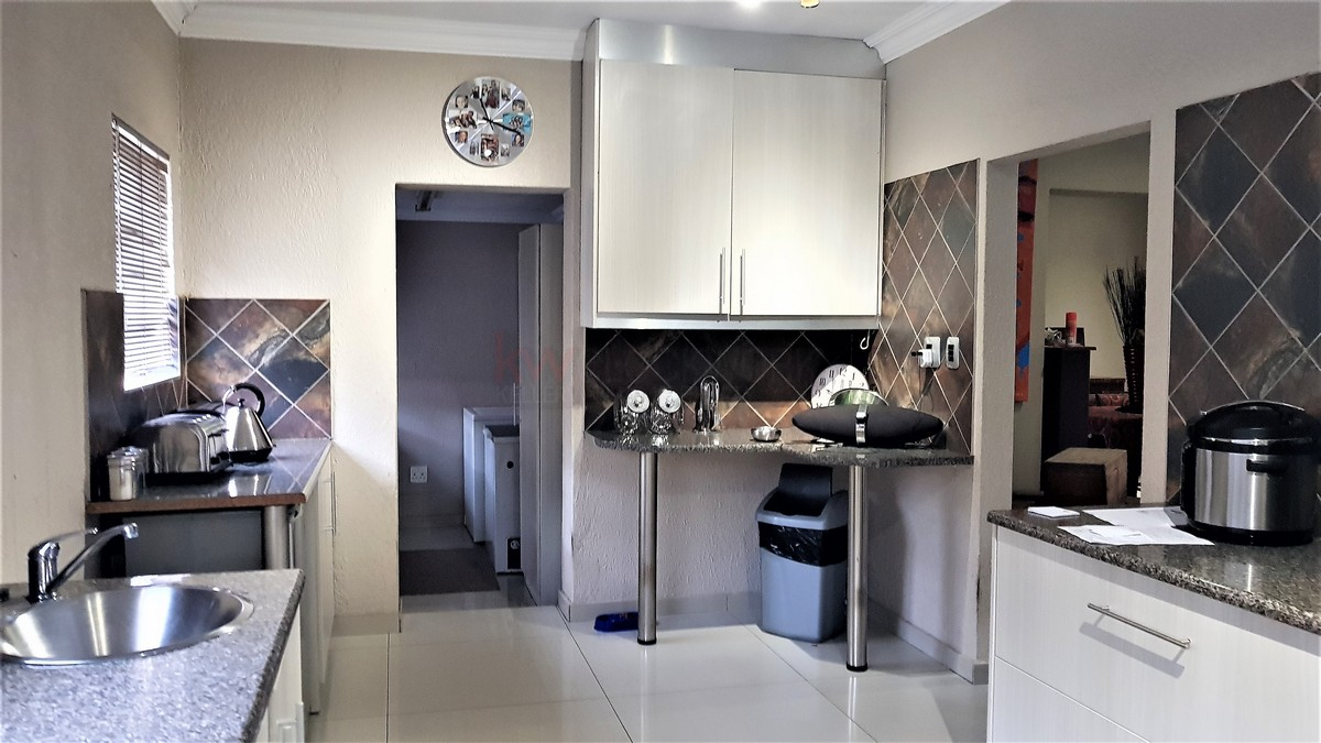 3 Bedroom House for sale in Florentia ENT0087081 : photo#4