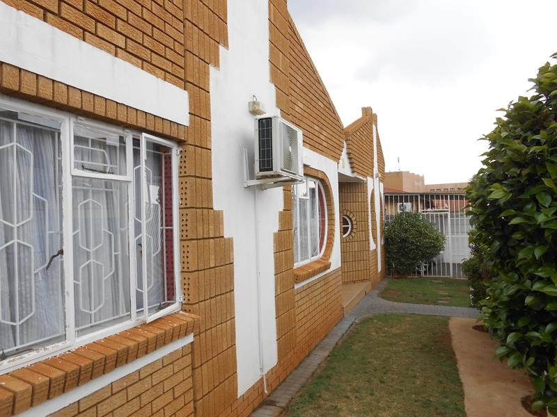 Smart facebrick 3 bedroom home with study