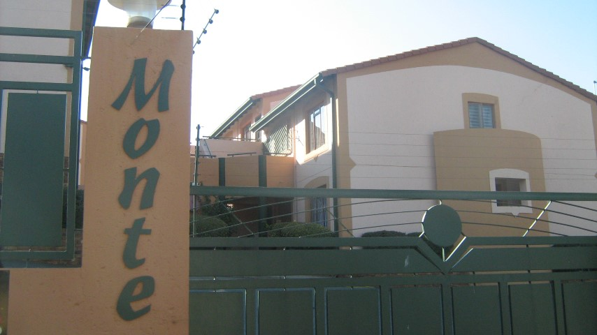 2 Bedroom Townhouse for sale in Mulbarton ENT0032666 : photo#0