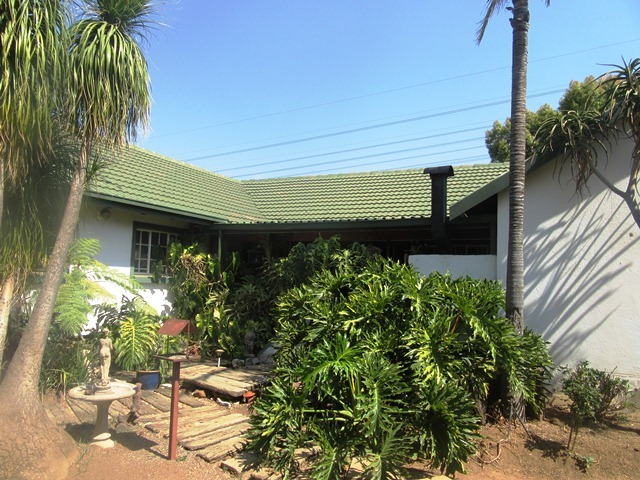 4 bedroom, 3 Bathroom house  in a boomed off area for sale