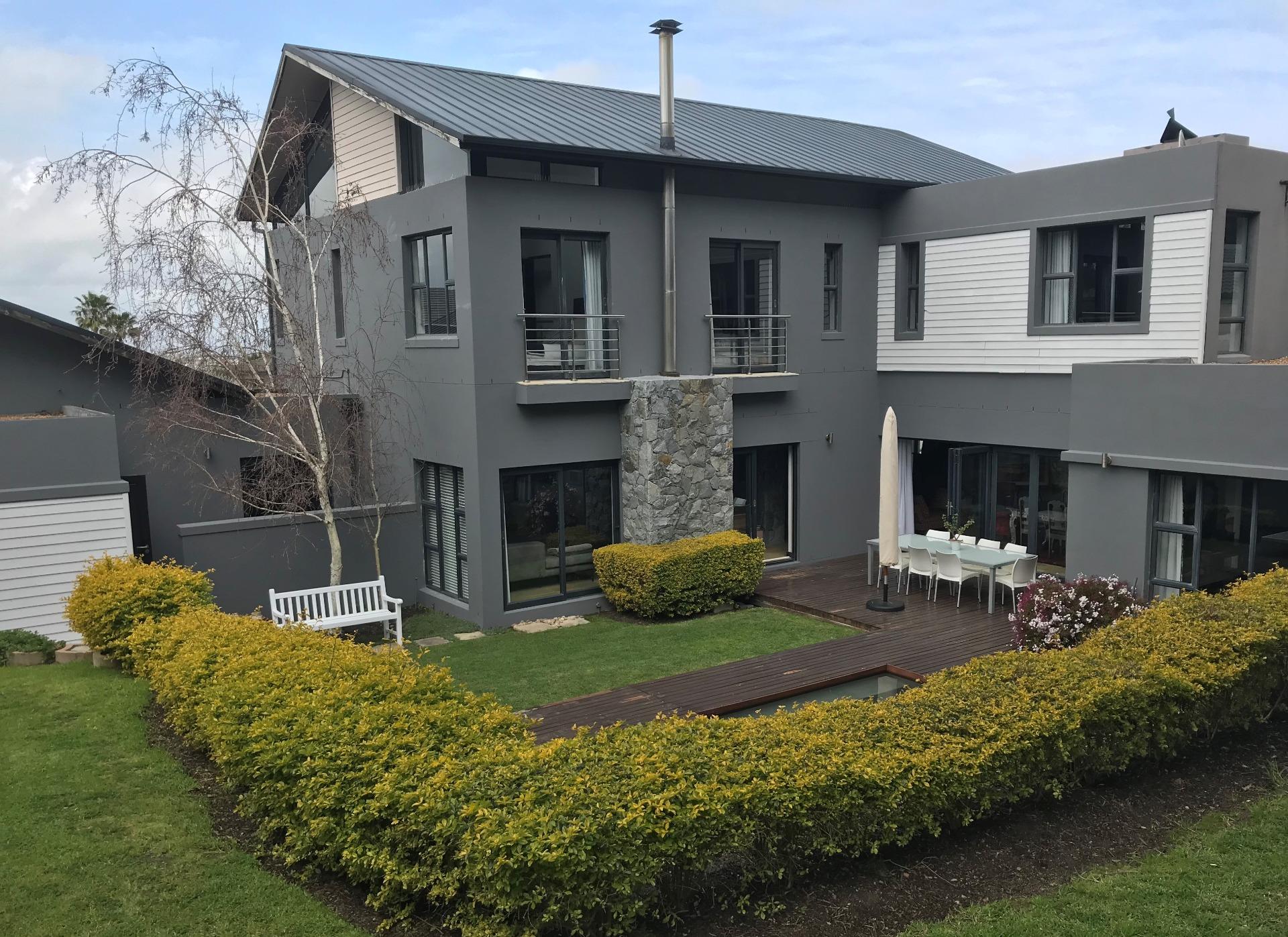 Opulent Family Haven in Everglen Manor