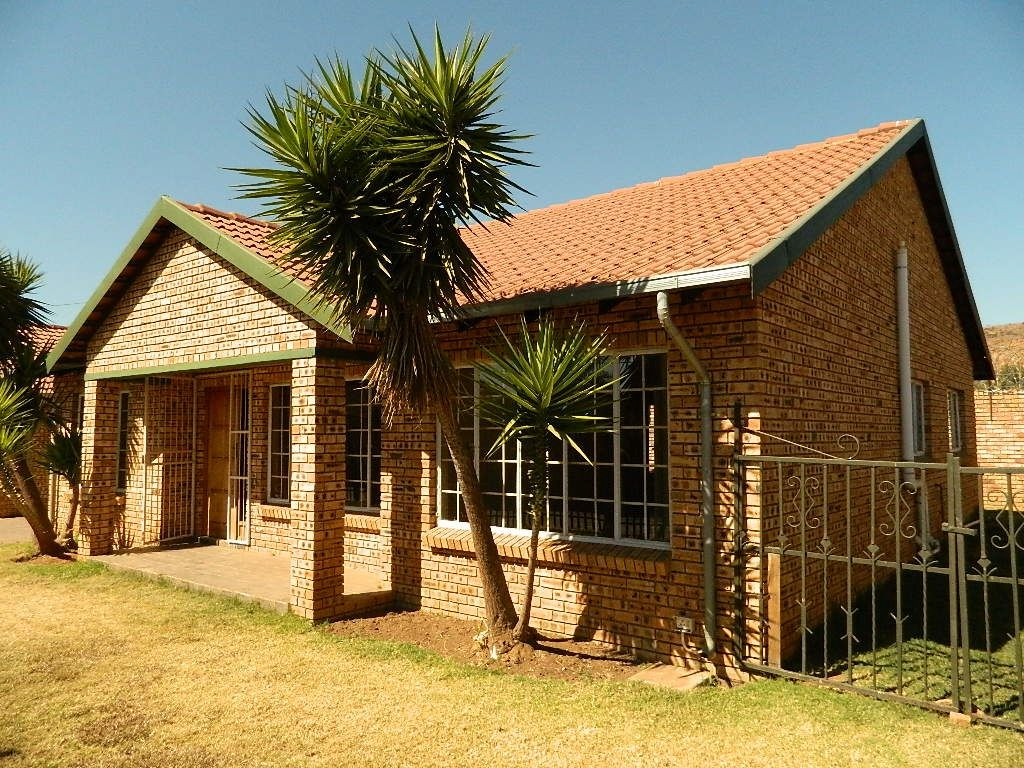 Great investment spacious 3 bedroom family home in Booysens.