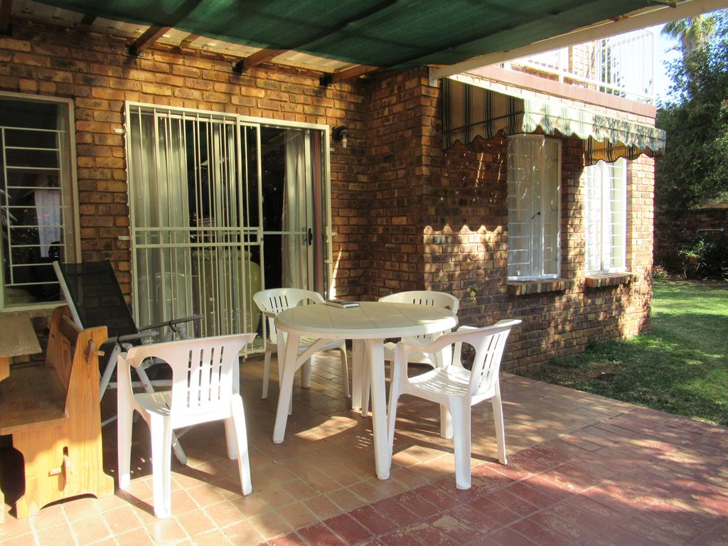 4 Bedroom Townhouse in Wapadrand Security Village!