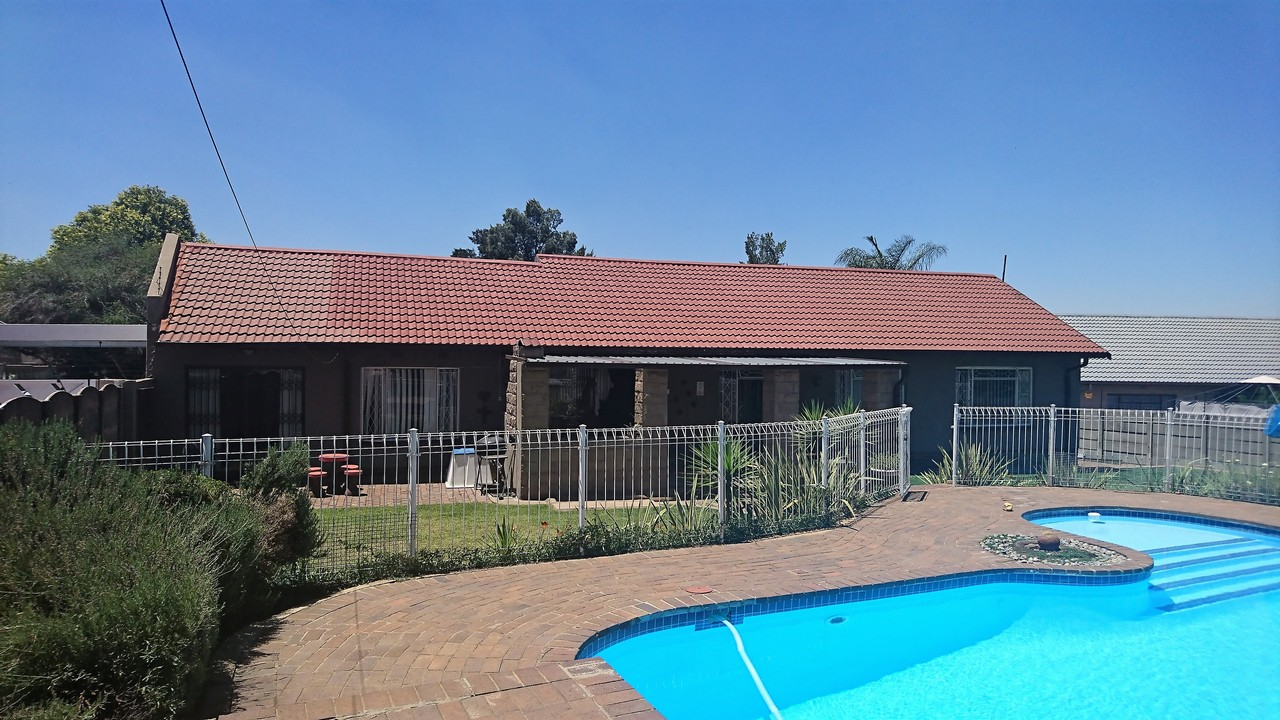 4 Bedroom House for sale in Brackendowns ENT0077760 : photo#0