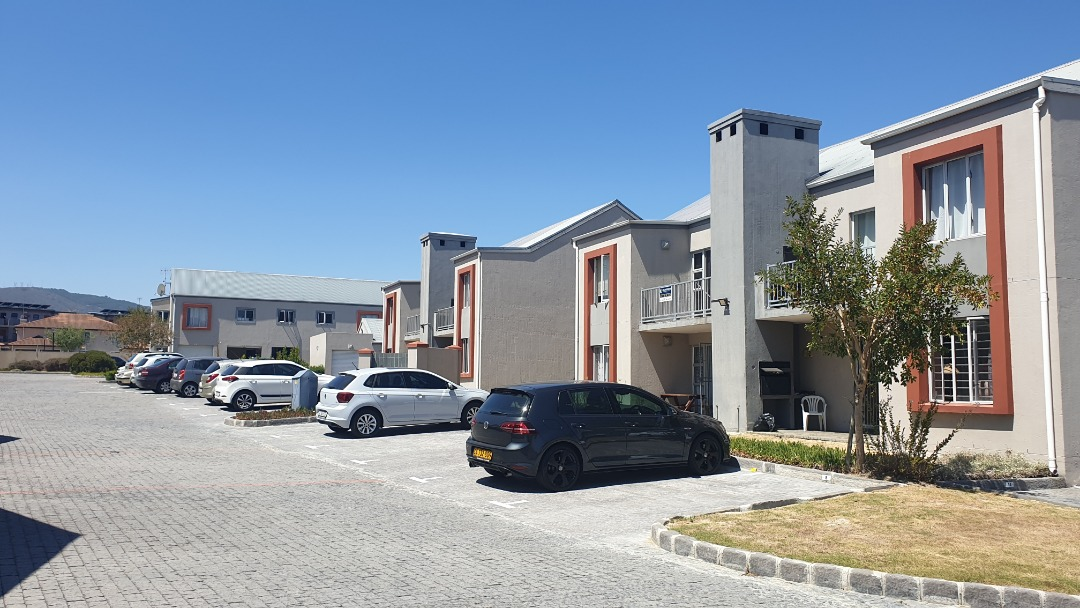 Apartment For Sale in Burgundy Estate
