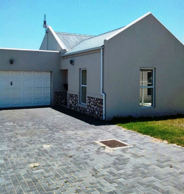 PRICED TO SELL FAST! Charming 3 bed home in 24-hr secure Laguna Estate
