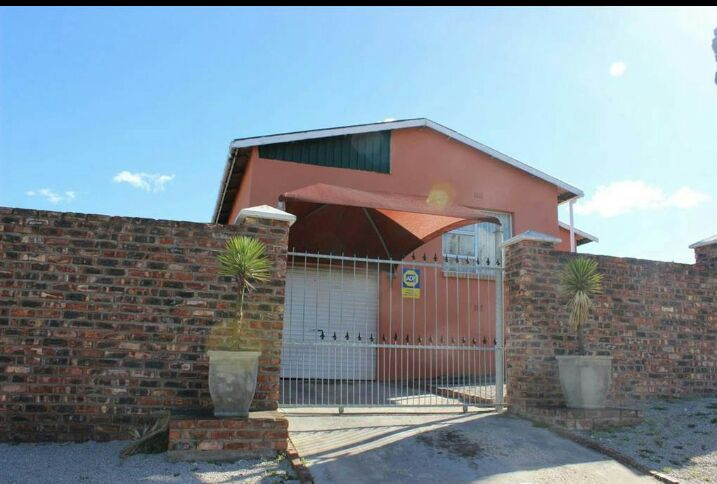 3 BedroomHouse For Sale In Scheepers Heights