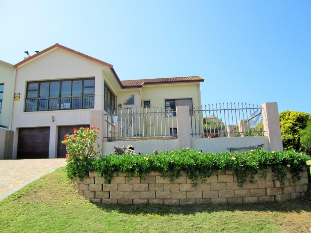 3 Bedroom Duet House is now up for sale in Island View, Mossel Bay.