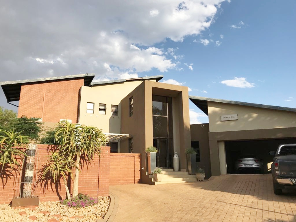 4 Bedroom House for sale in Olympus ENT0079759 : photo#0