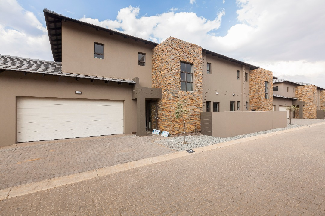 3 Bedroom Townhouse For Sale in Eye Of Africa