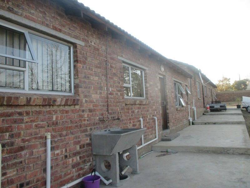 2 BedroomHouse To Rent In President Park