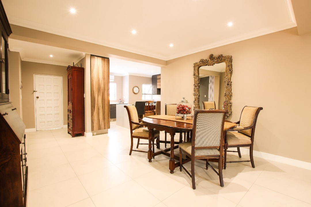 LUXURIOUS, STYLISH AND MODERN FAMILY HOME IN THE HEART OF SANDTON