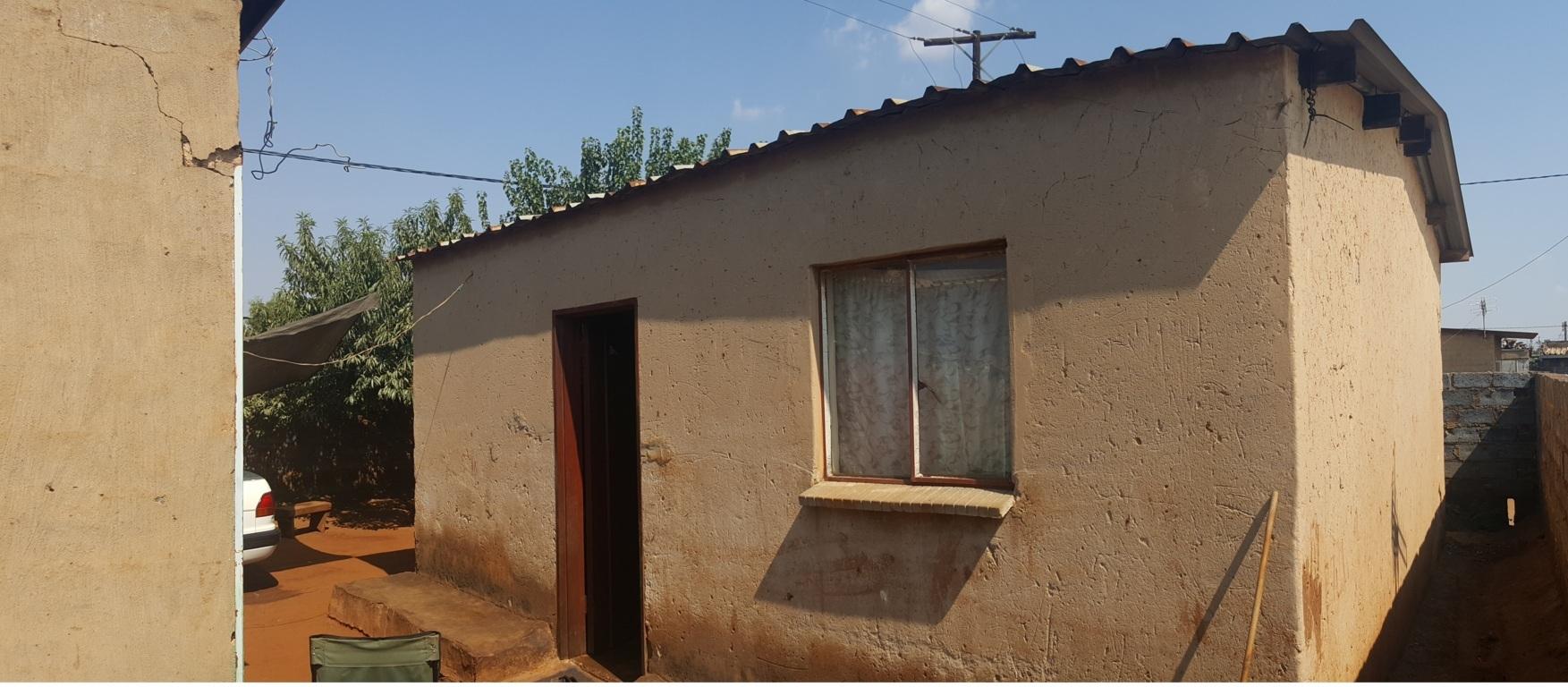 2 BedroomHouse Pending Sale In Tembisa