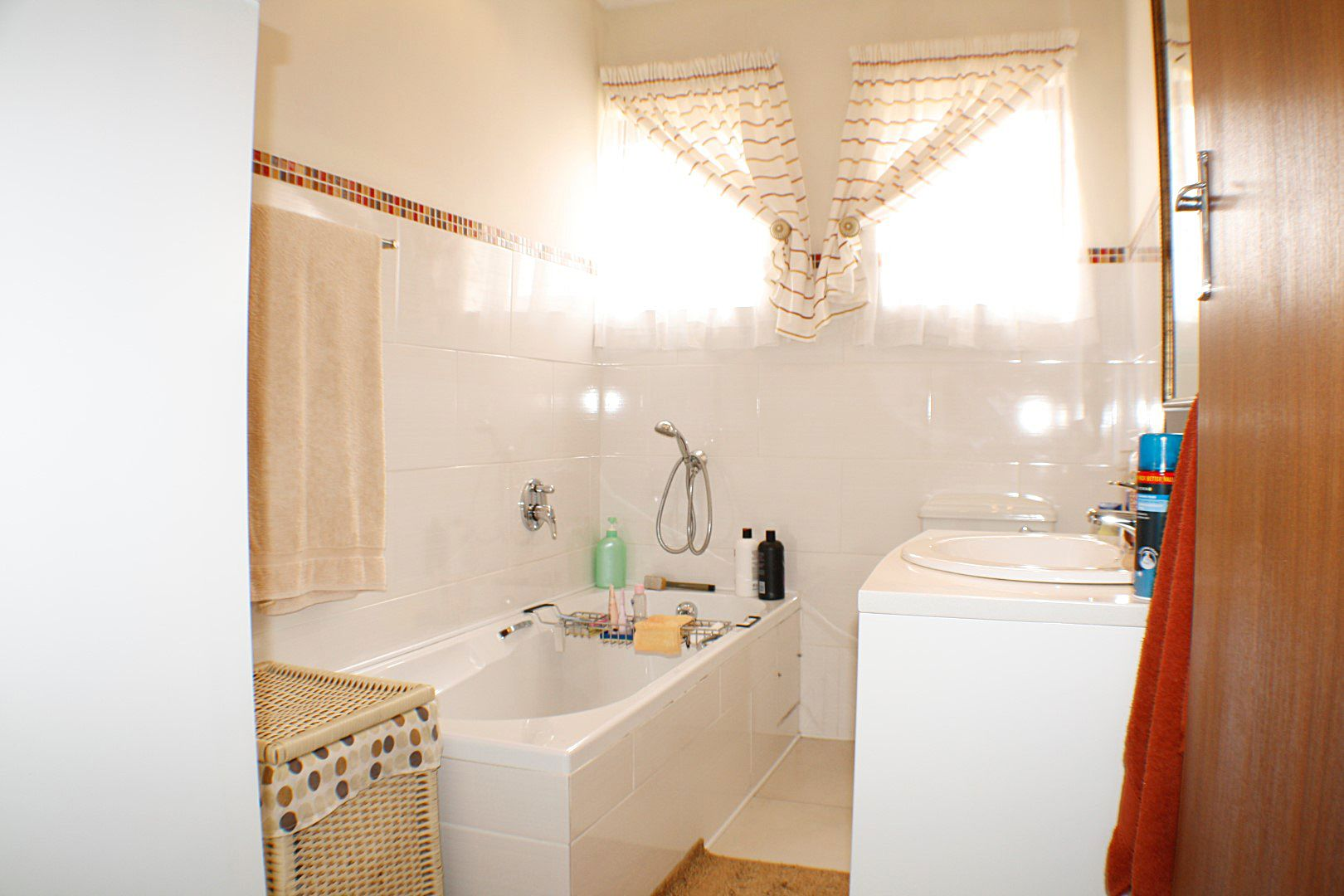 4 Bedroom House for sale in Edgemead ENT0067558 : photo#5