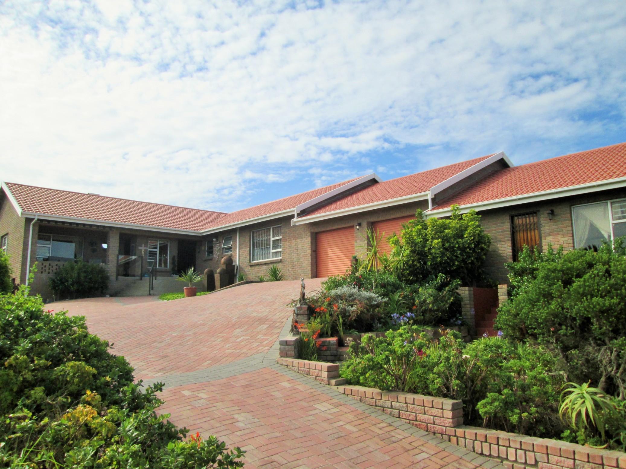 4 BedroomHouse For Sale In Dana Bay