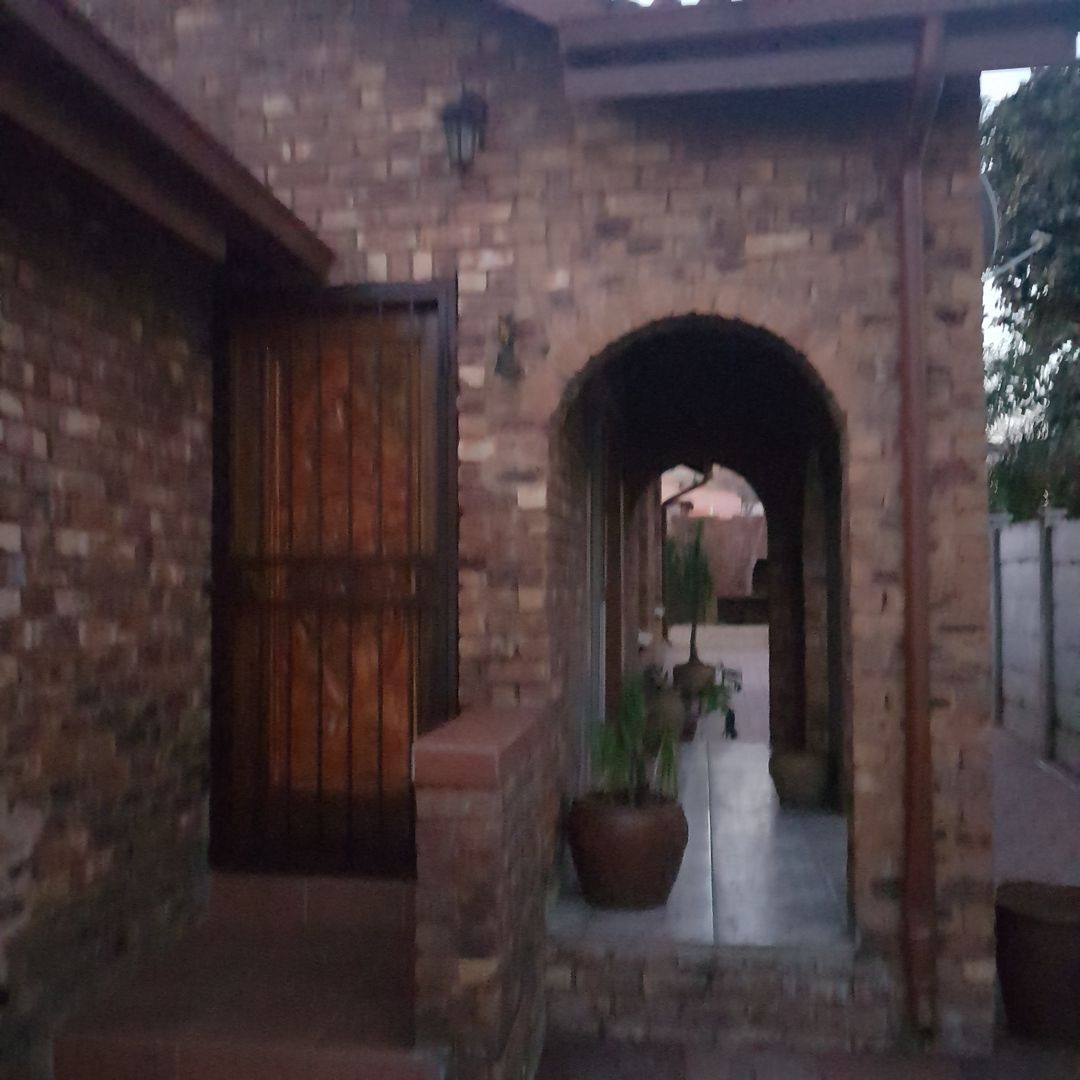 R774 000 Spacious No maintenance 3 bedroom Dinning Living and TV room