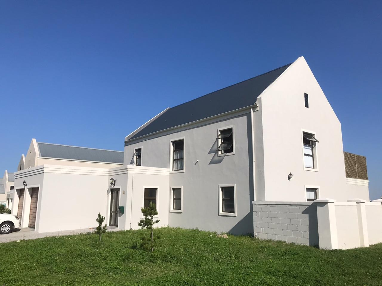 Modern 4 Bedroom Home in Tranquil Setting