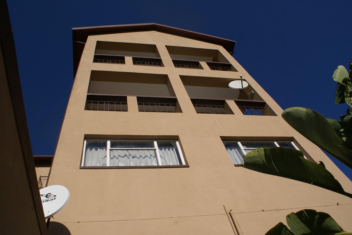 9 BedroomHouse Pending Sale In Roodekrans