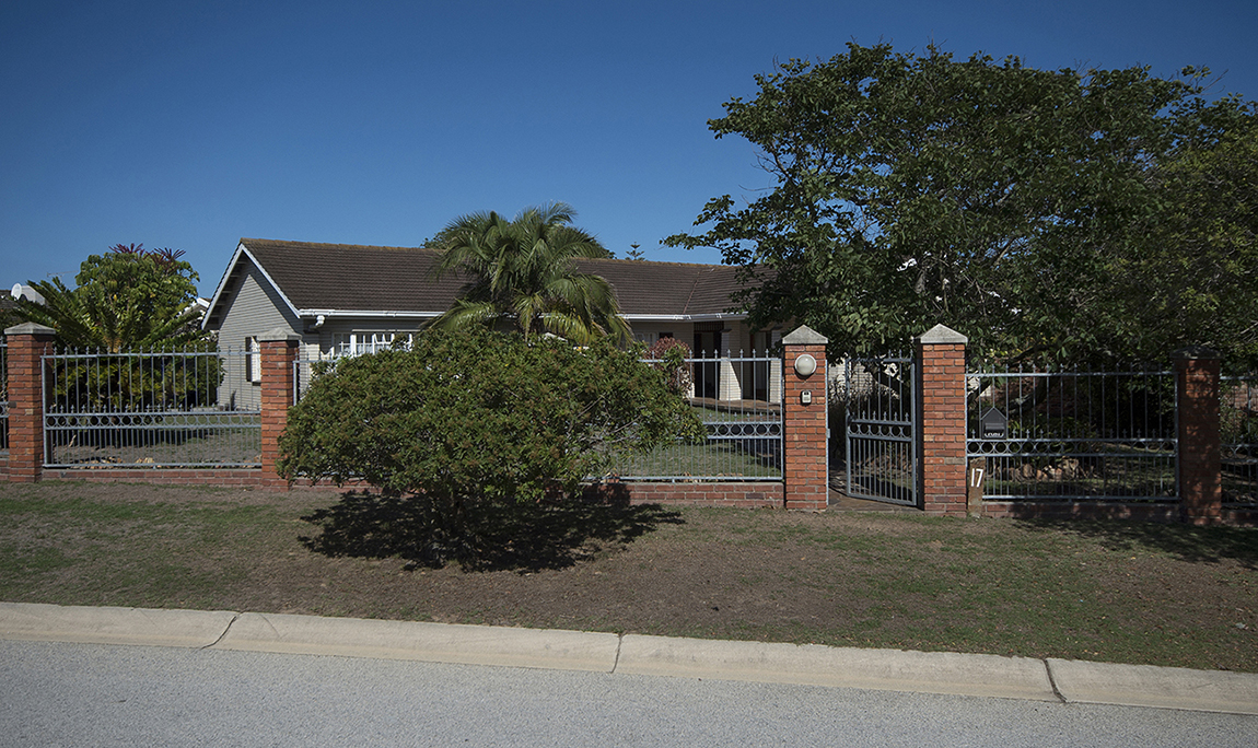 INVITING FAMILY HOME IN LINKSIDE